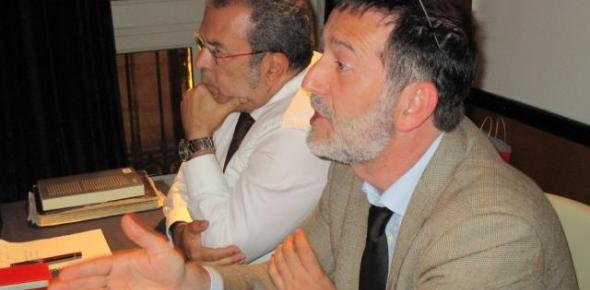 El periodista Javier López acompañado de Vicente Almenara